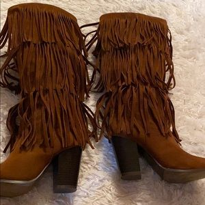 Shoes - SEXY FRINGE BOOTS